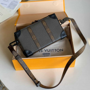 LOUIS VUITTON SOFT TRUNK WALLET TAIGA LEATHER M30697