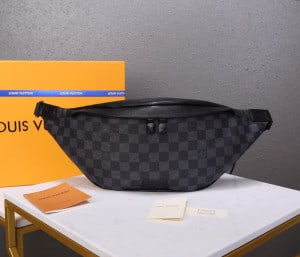 LOUIS VUITTON DISCOVERY BUMBAG - WLM206