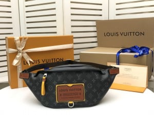 """""""LOUIS VUITTON DISCOVERY BUMBAG - WLM194 """""""