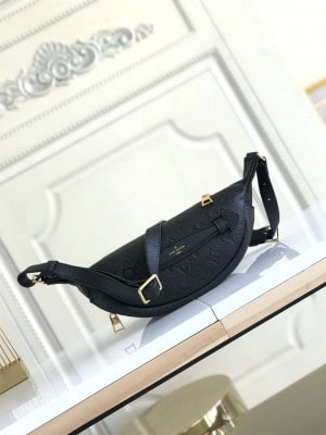 LOUIS VUITTON DISCOVERY BUMBAG - WLM182